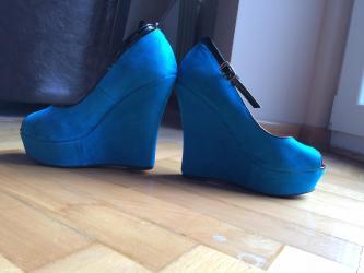 Sandale plave boje na platformu,polovne ali maksimalno ocuvane jer su - Kragujevac