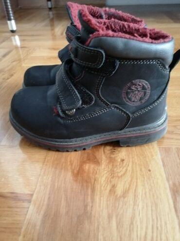 Cipele veličina 27, zimske, nepropusne.Odlične za kišu i sneg. Lagane