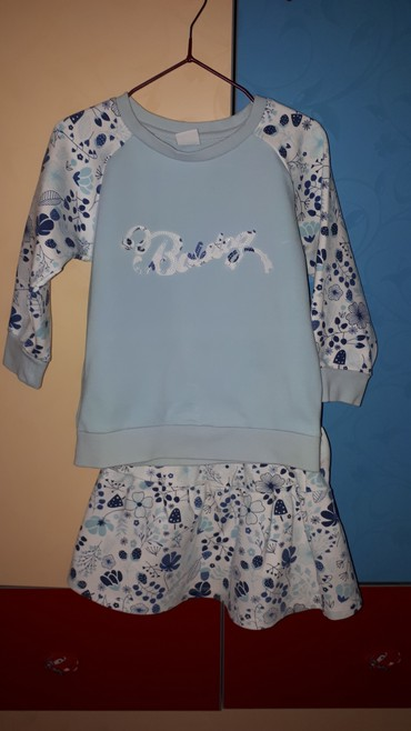 Наборы в Лебединовка: Продаю костюм, кофта и юбка, на возраст 3-4 года