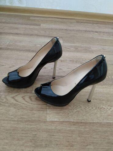 Италия100%Baldinini черный лак железный каблук 10см ношены один раз
