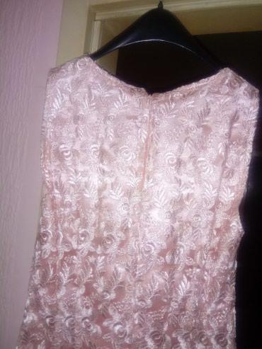 Haljine | Razanj: Kratka haljina do kolena od veoma kvalitetne čipke.Velicina S.Jednom