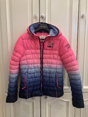 стильная детская одежда в Азербайджан: Стильная фирменная куртка для девочки, лет 13-14. Была куплена в