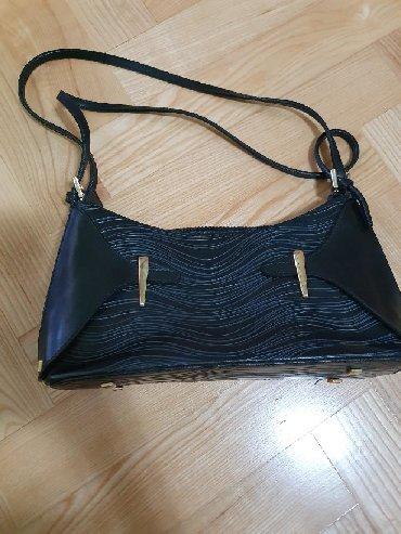 Vecernja torbica, crna, manja, izuzetno ocuvana