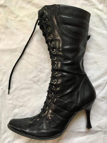 Ženska obuća | Novi Banovci: Duboke ženske čizme na pertlanje, broj 39 (gazište 28,5 uključujući i