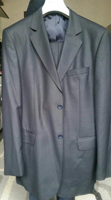Bakı şəhərində Klassik kişi kostyumu. Türkiyənin woolmex firmasınındı. 1-2