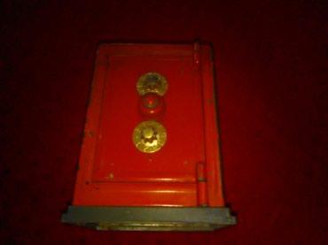 Sef - Srbija: Sef kasica na sifru vis 11cm duzi a 7. cm sirina 6 cmMercury made in