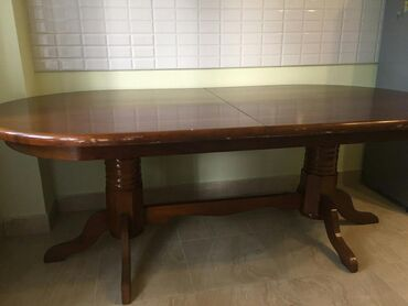 Стол раздвижной в отличном состоянии, размеры 2,5 * 1,1. небольшой