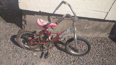 Продам велосипед детский размер колес 14 надо заменить одну педаль и