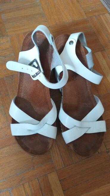 Ženska obuća | Crvenka: Kozne sandale nisu nosene.Cena 2000din.Fiksna
