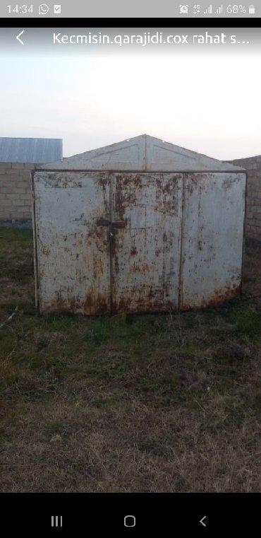 загородный дом с гаражом в Азербайджан: Гаражи
