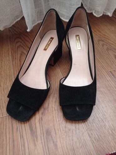 Продам туфли-босоножки в отличном состоянии, размер 35, цена 1500 сом