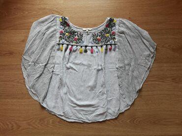 Ženska odeća | Sremska Mitrovica: CA majica kao pelerina sa vezom S velicina (moze i M)