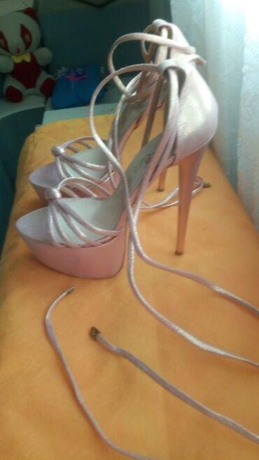 Perla Sandale sa visokom štiklom i platformom Broj 39 Cena 500 din. B