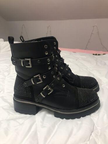 Cizme crne, prelepee. Broj 41. Samo jednom nošene, ali su potpuno kao