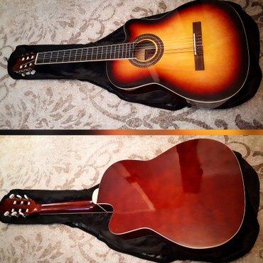 Bakı şəhərində Castle firmasının 2ci əl amma təzədən ferqlənməyən klassik gitarası ca