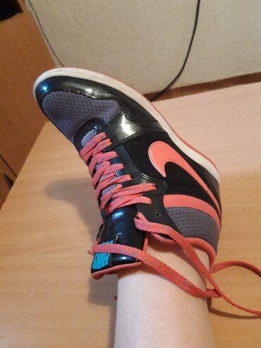 Ženska patike i atletske cipele - Beograd: SAMO DANAS!RASPRODAJA. Nike original patike kao nove 41 sa skrivenom