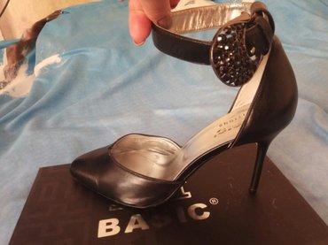Женская обувь, в отличном состоянии. Набойки и подошва не потёртые, 38