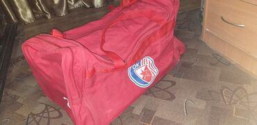 Sport i hobi - Vrsac: Prodajem, očuvanu sportsku torbu, za sve vatrene navijače Crvene