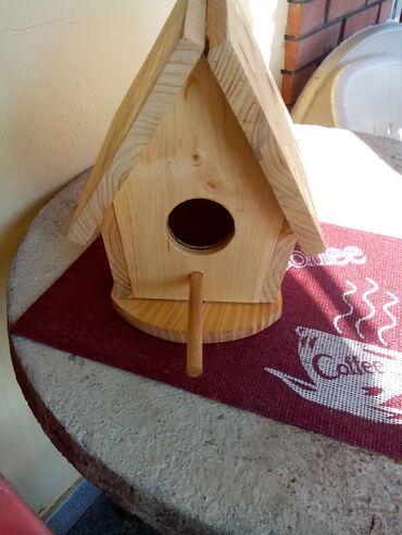 Kuća i bašta - Knjazevac: Kućica za ptice br. 6 Prodajem kućicu za ptice sa postoljem, br. 6, di