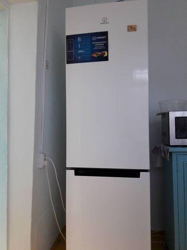 Электроника - Сокулук: Б/у Двухкамерный | Белый холодильник Indesit