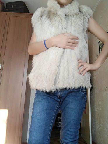 жилетка натуральный мех в Кыргызстан: Продаю жилетку, натуральный мех писец, размер М, потёртый возле