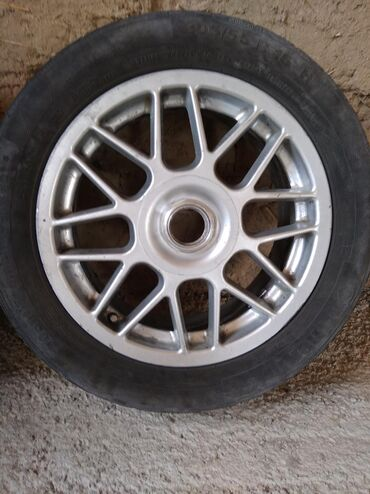 диски на камри 55 в Кыргызстан: Продаю 16 универсальные диски с гайками. Стояли на камри 20. Не гнутые