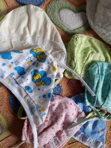 Шапочки почти новые новорожденным отдам по 20сом каждый г. Токмок в Токмак