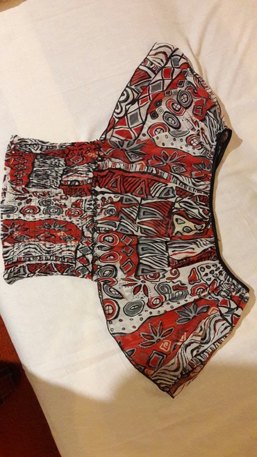 Lepa letnja bluzica, moze se nositi spustena na ramena ili klasicno, - Novi Becej