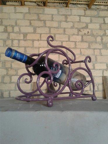 Gəncə şəhərində Dəmirdən hazırlanmış dekorativ butulka pasdafkası. Bar və