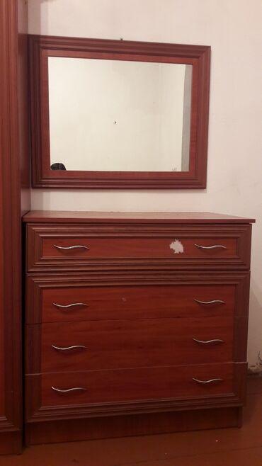 комод с зеркалом бишкек в Кыргызстан: Комод с зеркалом и коричневый комод вместе 3500с (окончательная цена)
