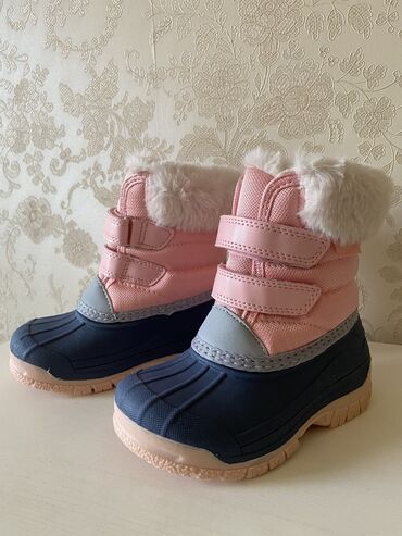 детские платья со шлейфом в Кыргызстан: Продаю новые, зимние, детские сапожки на липучках на девочку от америк