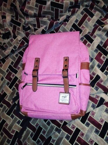 Розово лиловый рюкзак. В хорошем состоянии,везде рабочие молнии и замк