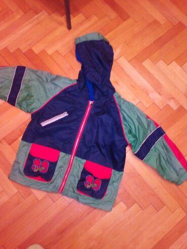 Decija jakna - Pozarevac: Decija jakna, dva lica, jedno pogodno za kisu, samo 300 dinara
