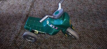 Motorić zeleni dečijiMotorić na 3 točka, kao guralica. U voznom