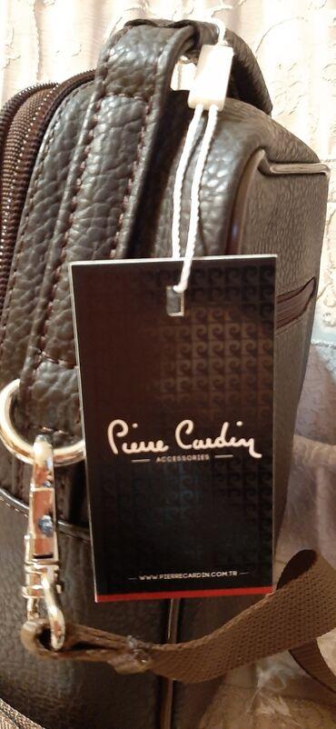 Çanta kişi üçün.Etiketi olan qablaşdırmada yeni çanta.uzunluğu 21 sm
