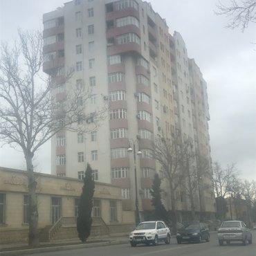 Gəncə şəhərində Qencenin merkezinde 2 otaqlı 90 kv ev tecili satılır