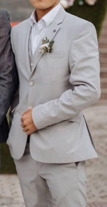 полка для магазина в Кыргызстан: Продаю костюм тройка. Покупал осенью в Brand Mixx. Надел один раз на
