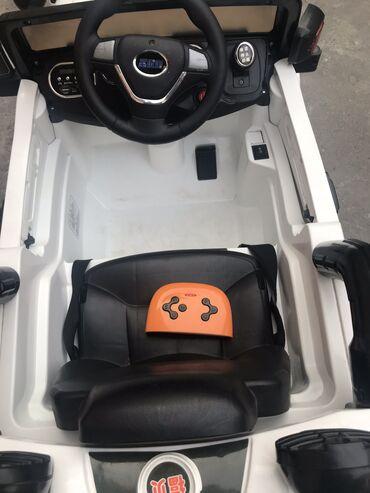 Jeep.Машинка на пульте управления, можно управлять пультом, можно на