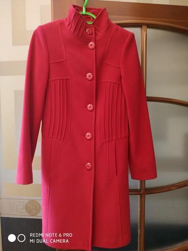 женский пальто размер 46 в Кыргызстан: Пальто новое, 46 размер, Турция. Длина рукава 66 см, длина пальто 94
