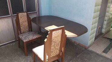 Sto i 6 stolica puno drvotapacirane.Cena po dogovoru.Apatin 777 424