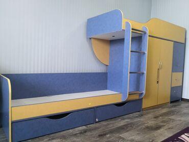 детские 2х ярусные кровати фото и цены in Кыргызстан   ДЕТСКИЕ КРОВАТИ: Продаю двухъярусную кровать с встроенным шифонером. Изготовлена на зак