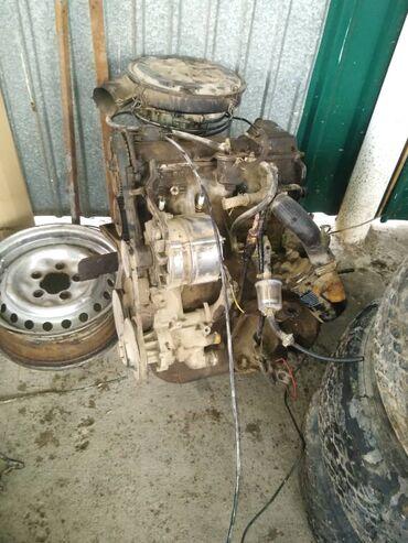 Двигатель ауди 1 8 по запчастям генератор карбюратор и много других