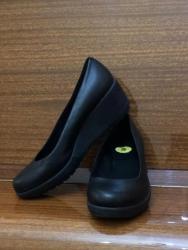 туфли черные 35 размера в Кыргызстан: Продаю детские туфли для девочекСостояние: новые;Размер: 35Натуральная