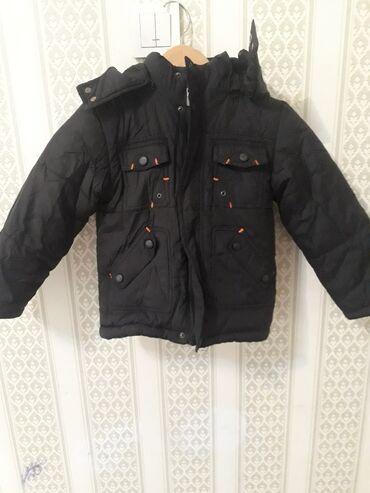 Зимняя куртка на мальчика 4,5 лет .хорошее состояние