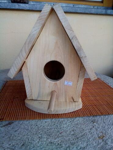 Kuća i bašta - Knjazevac: Kućica za ptice- br.3 Prodajem nelakiranu kućicu za ptice sa postoljem