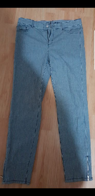NOVE skinny pantalone sa rajfeslusom, na vertikalne pruge velicina: M - Loznica