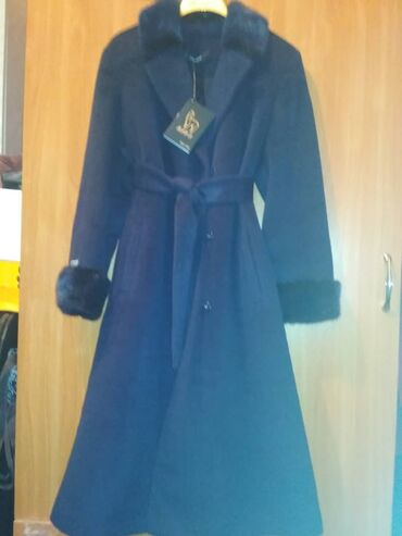 пальто loreta турция в Кыргызстан: Продаю пальто, лама-альпака. Размер 48-50. Цвет: темно-синий