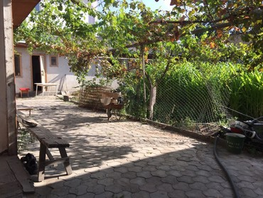 spisat ofisnuju mebel в Кыргызстан: Продам Дом 1 кв. м, 5 комнат