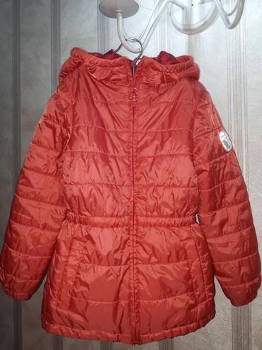 Деми курточка на девочку на х.б. подкладе на 5- 7 лет в хорошем