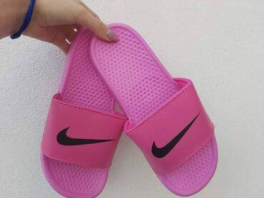 Roze Nike papuce u svim brojevima od 36 do 41 Kalupi su za broj MANJI